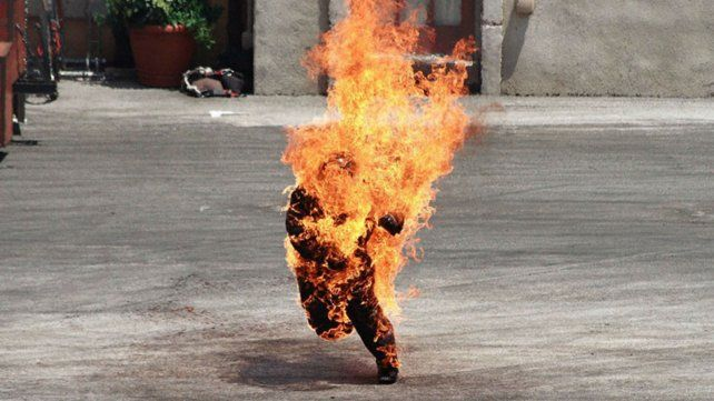 Un hombre ardió en forma espontánea en las calles de Londres y no pueden determinar qué pasó.
