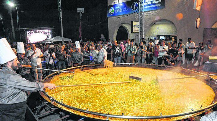Exquisita. La Paella Gigante convoca cada año a miles de uruguayos