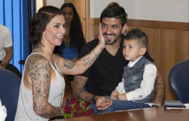 El futbolista Lucho González desmintió haber querido asesinar a su esposa