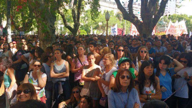 Masiva marcha de rosarinos en rechazo a la reforma previsional