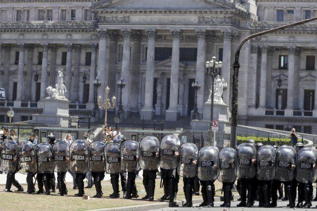 Las terribles imágenes de los incidentes alrededor del Congreso