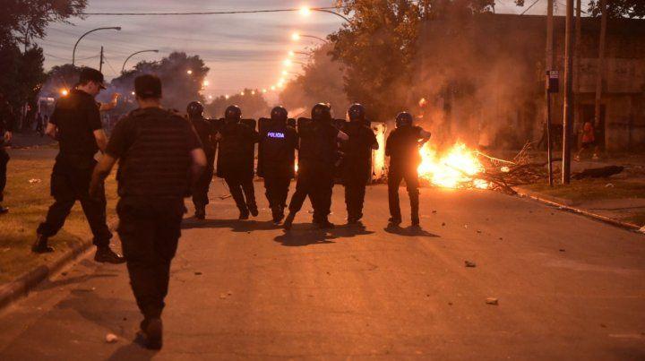 Un policía herido durante los incidentes entre vecinos y los uniformados en zona sur