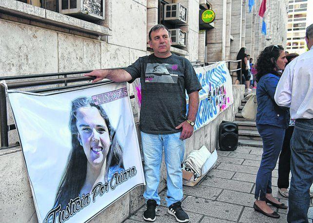 Padre en Lucha. Fabio Páez contó con el apoyo de entidades feministas nacidas tras el crimen de su hija.