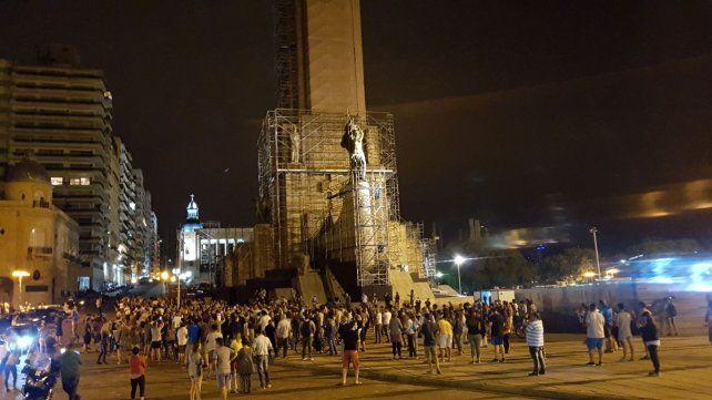 Varios grupos confluyeron en el Monumento a la Bandera para reclamar contra la iniciativa de la gestión macrista.