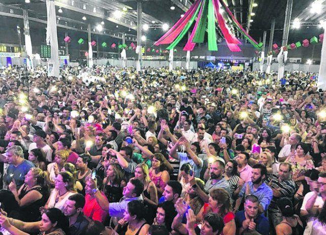 Una multitud. La fiesta del Sindicato de Camioneros tuvo música y sorteos.