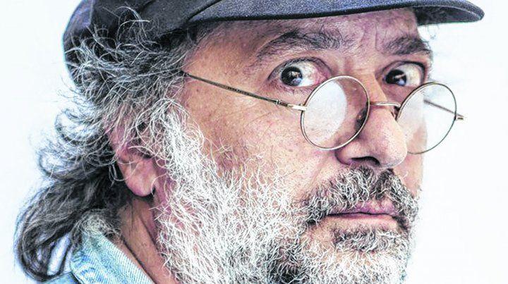Carné de futbolero.Pedro Saborido se define como hincha de Racing y un ex defensor aguerrido