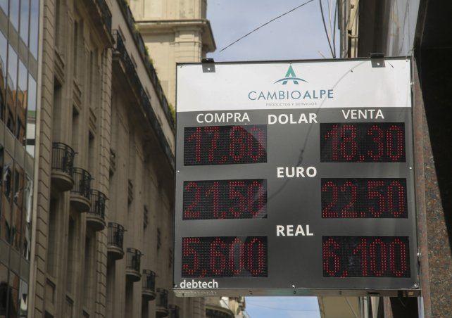 Arriba. La divisa concentró un alto volumen de negocios.