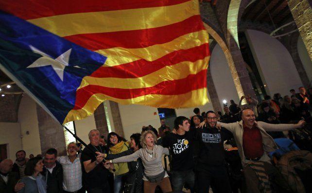 Los separatistas salieron a las calles de Barcelona a expresar su algarabía por el resultado de las urnas.