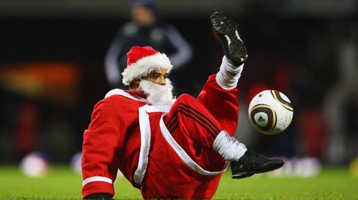 Superclásico de fútbol navideño entre Real y Barsa