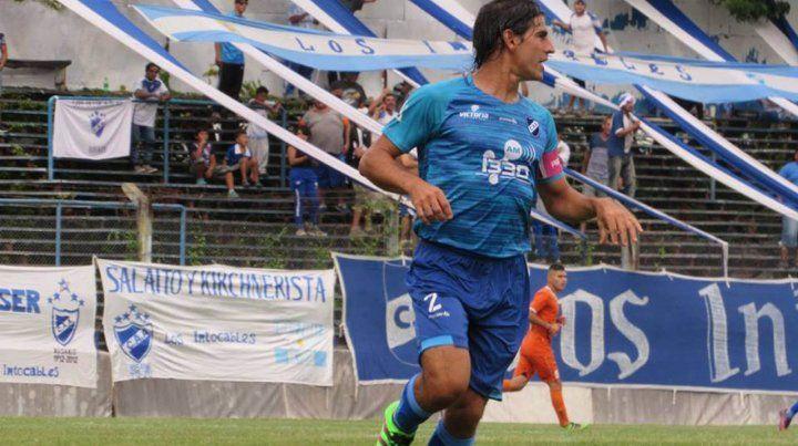 Capitán. El defensor albo fue uno de los puntos altos en el equipo de Marcelo Vaquero.