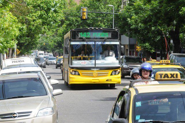 Así funcionarán los taxis, remises y ómnibus en las fiestas