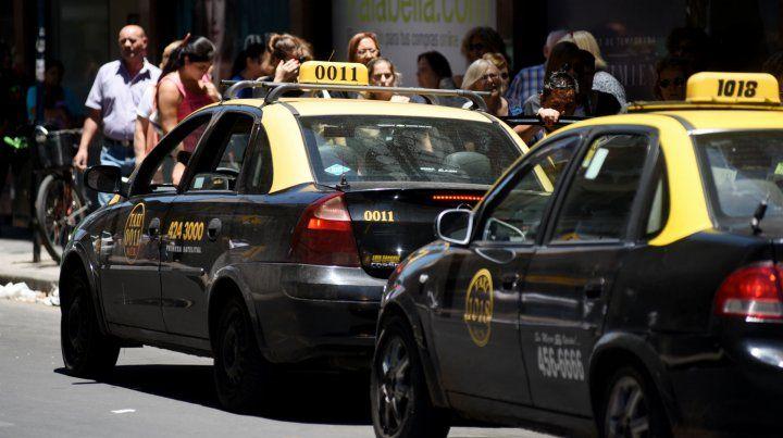 Los taxistas van por un nuevo aumento.