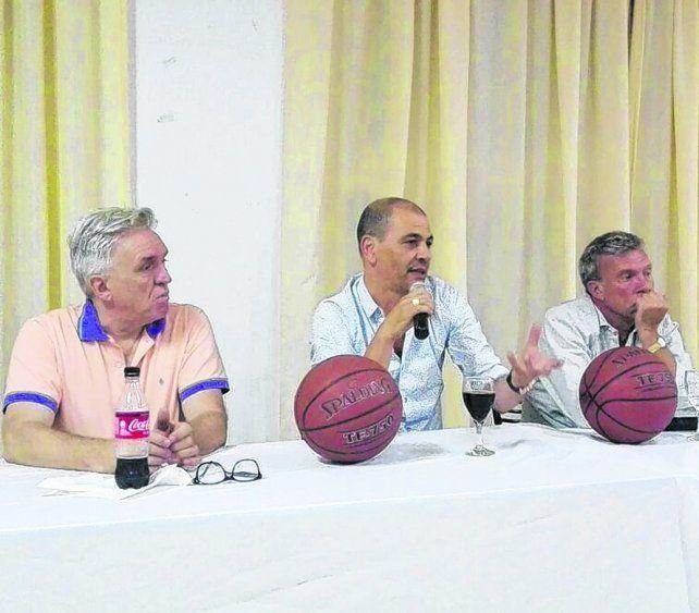 Charla con la prensa. Hernández presentó el campus junto a Marcelo Turcato (presidente ARB) y al entrenador Ariel Amarillo.