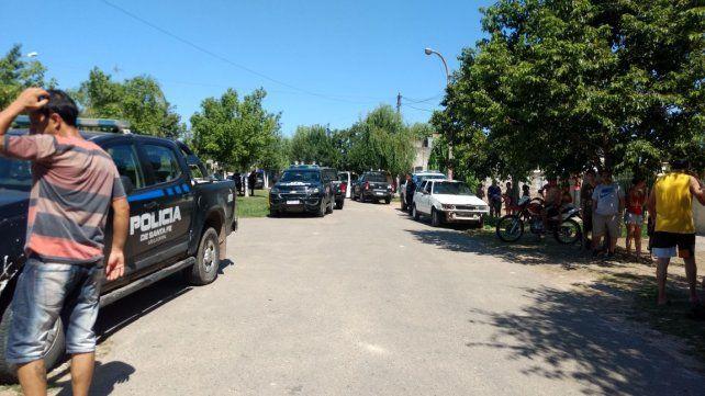El barrio Alfonso se conmocionó tras la masacre que provocó un agente del Servicio Penitenciario. (Foto: gentileza Uno Santa Fe)