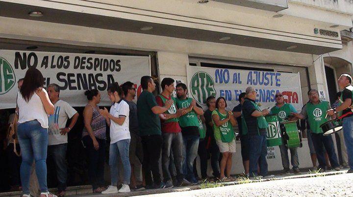 Trabajadores del Senasa se manifestaron en Santa Fe y mañana realizarán un piquete.