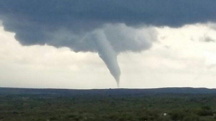 Un tornado tocó San Luis y su paso quedó filmado