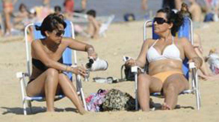 Los rosarinos van a poder ir a las playas del norte de la ciudad con la reposera en colectivo.