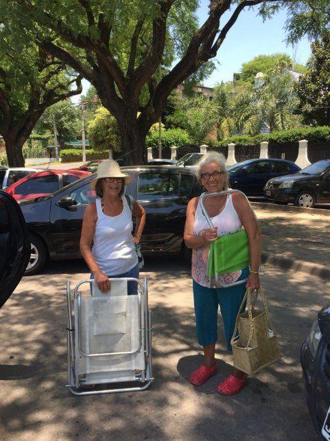 Olga Graciarena y Viviana Baschera fueron quienes denunciaron que no podían abordar los colectivos con sus reposeras.
