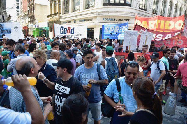ATE paró y se movilizó en Rosario contra los despidos masivos