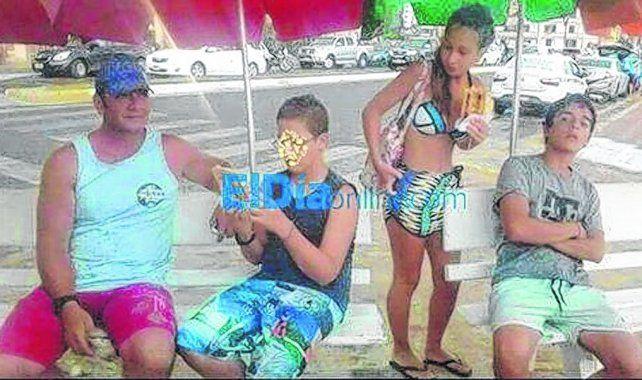 vínculo. Una foto tomada en Brasil muestra al papá de Nahir (izquierda)