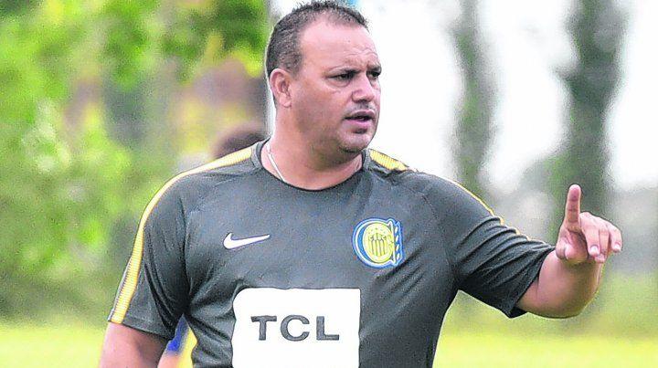 Cuestión técnica. Leo Fernández expresó que necesita dos jugadores para completar el plantel canalla.