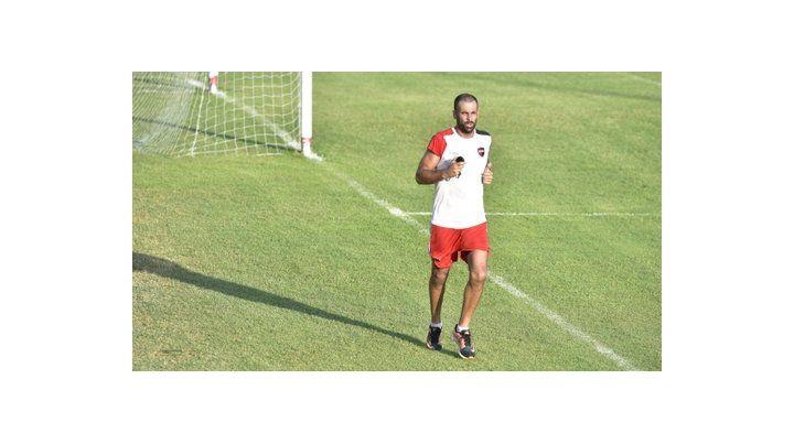 Al trote. Lucho Pocrnjic realizó un ejercicio aeróbico por la tarde. Luego habló en conferencia.