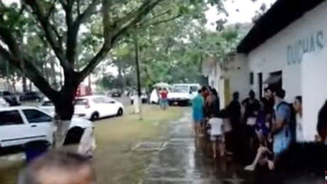 Dos jóvenes perdieron la vida tras caer un rayo en un camping
