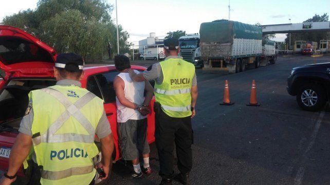 <b>Detenido. </b>El conductor fue arrestado luego de la revisión del vehículo en el que circulaba.