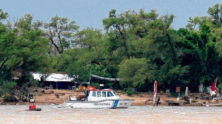 Prefectura navegando en la zona frente a Isla Verde.