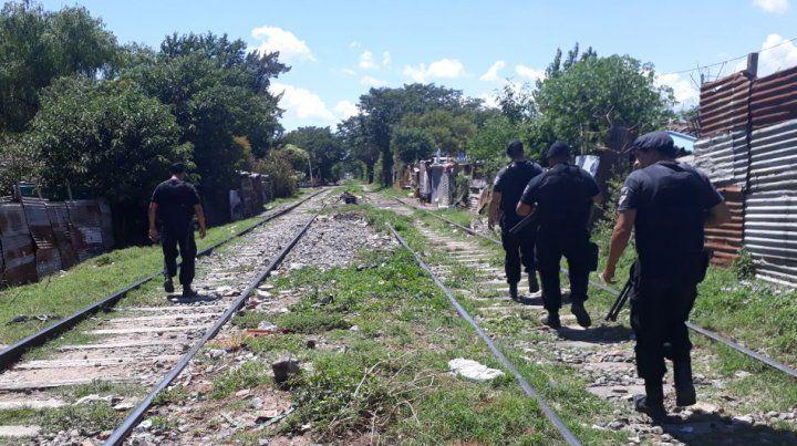 La policía patrulla las zonas calientes de la ciudad en busca de prevenir los enfrentamientos entre bandas.