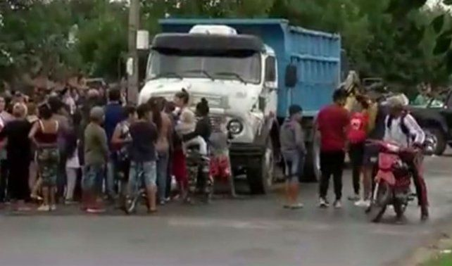 Una moto chocó con un camión en Aborígenes Argentinos y Campbell