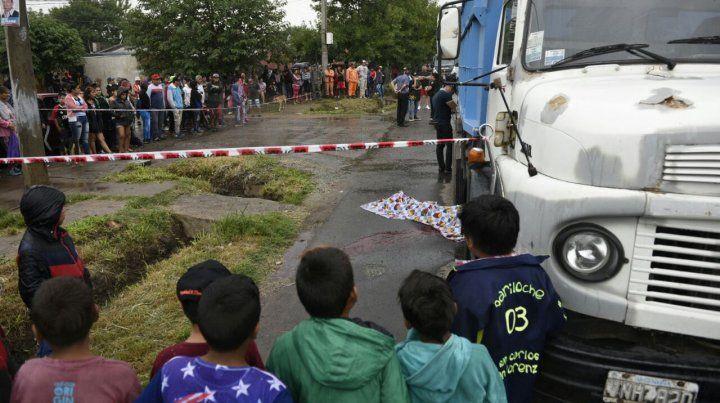 Una moto y un camión colisionaron en Aborígenes Argentinos y Campbell