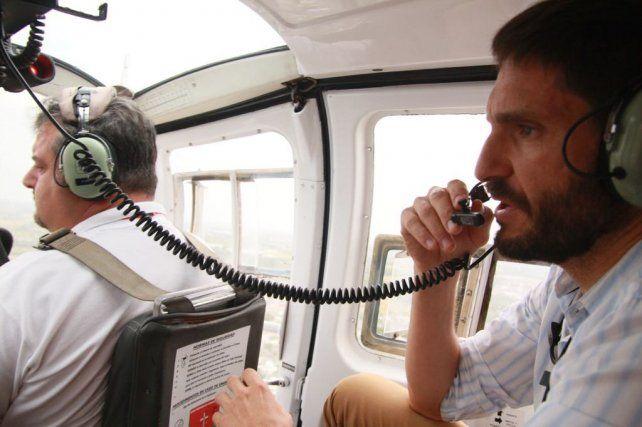 En helicóptero. El ministro de Seguridad provincial sobrevoló los barrios de la ciudad.