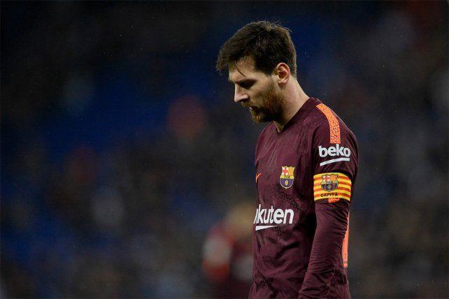 Contrariado. Leo Messi falló un penal y Barcelona cayó frente a Espanyol por la Copa del Rey.