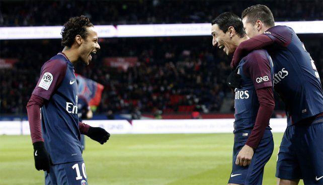 Dupla letal. Neymar hizo cuatro goles y Di María aportó dos en la paliza del PSG.