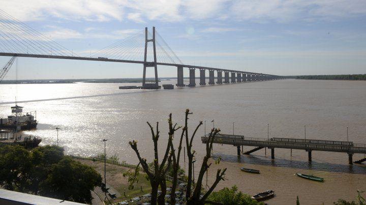 El hombre se arrojó desde la primera columna del puente. (Foto de archivo)