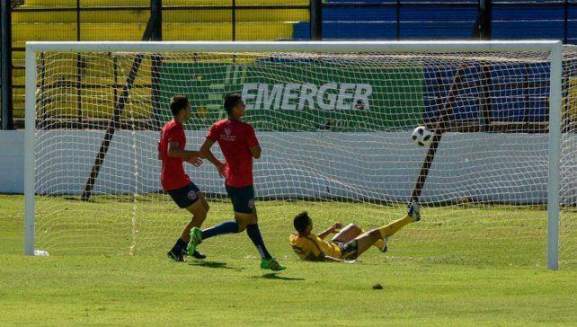 El gol del chaqueño Herrera, en el partido de los suplentes.