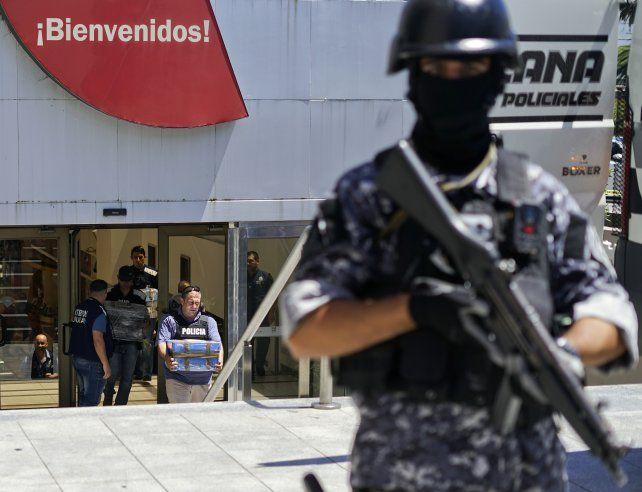 También incautaron dinero en el shopping Punta Carretas de Montevideo.