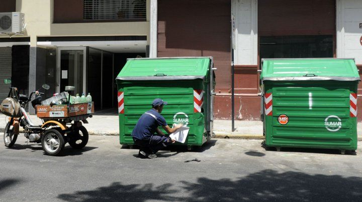 Los contenedores de carga lateral cuestan unos 35 mil pesos cada uno.
