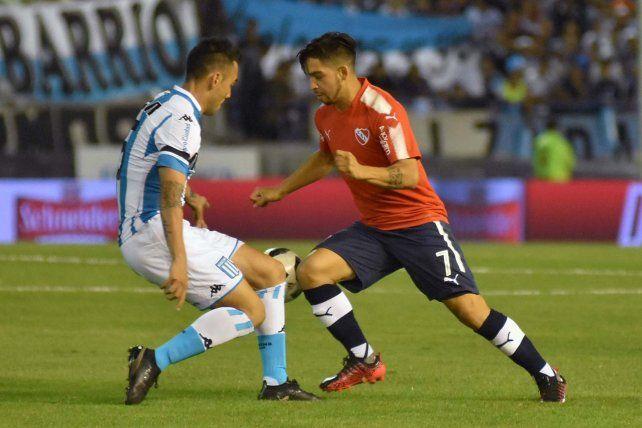 Festejo. Leandro Fernández celebra uno de los dos goles que marcó en los 90 minutos.