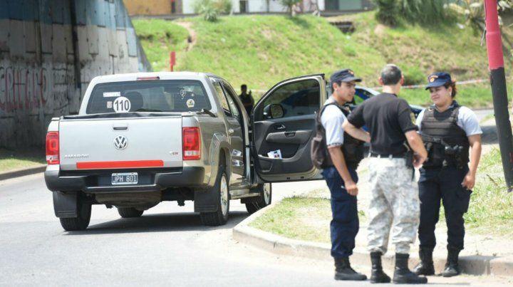 La camioneta Amarock en el acceso a Villa Gobernador Gálvez
