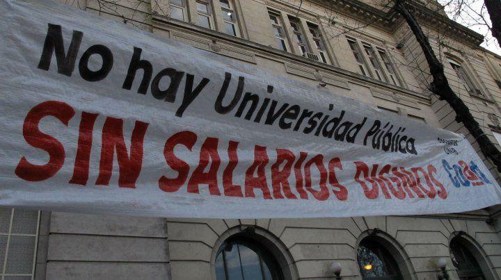 Docentes de la UNR, contra el techo del 15 por ciento en paritarias
