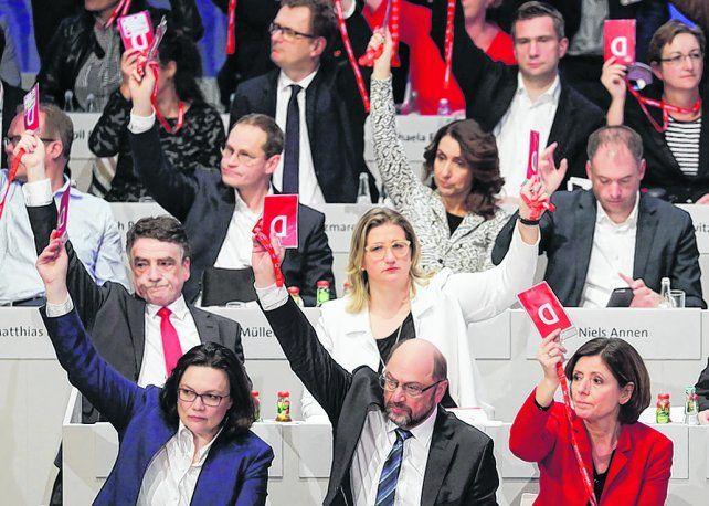votación. Los delegados partidarios en Bonn hicieron ganar el sí por 56