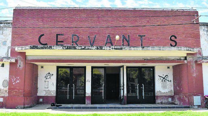Cultura regional. El tradicional Salón Cervantes posee una arquitectura que se apunta a preservar.