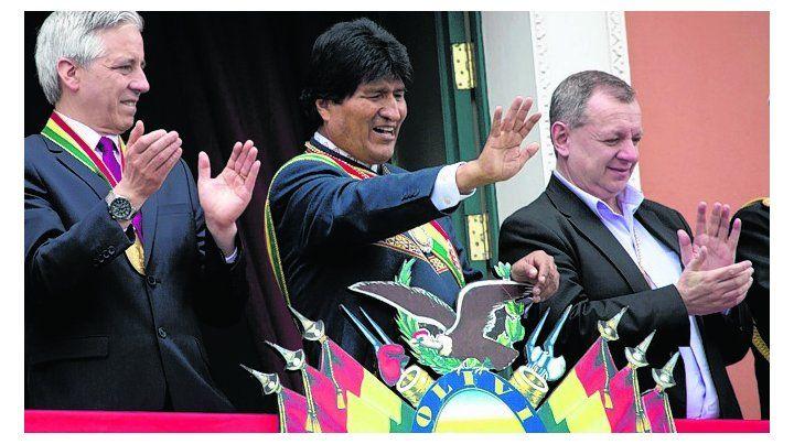 celebración. Morales salió al balcón para saludar a sus seguidores.