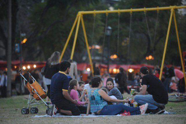 Picnic de noche el jueves en las Cuatro Plazas