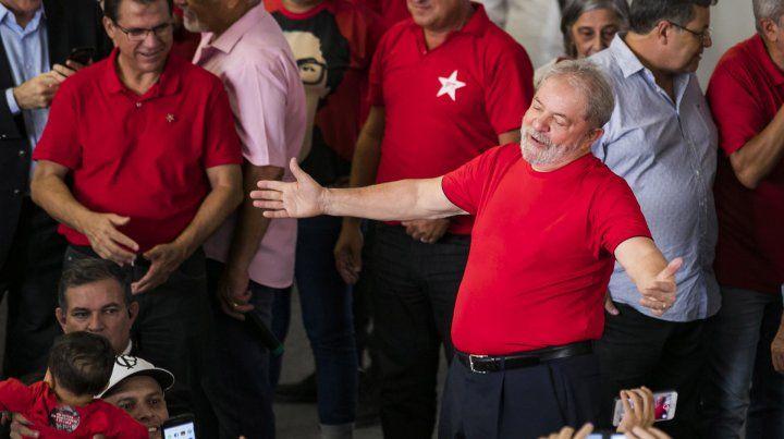 El ex presidente goza de una popularidad del 36%. Sus detractores lo acusan por la trama de corrupción.
