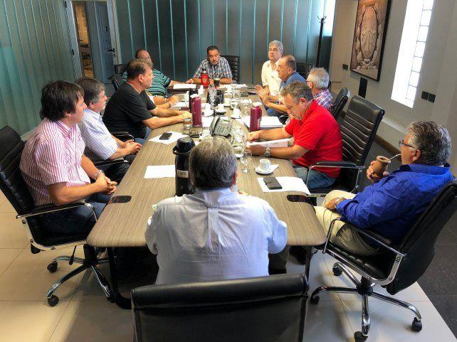 En alerta. Se reunieron los representantes paritarios de los municipales.