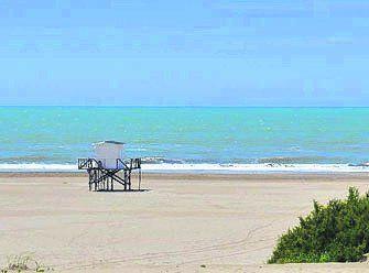 Relax junto a las olas. La naturaleza explota en Mar Azul