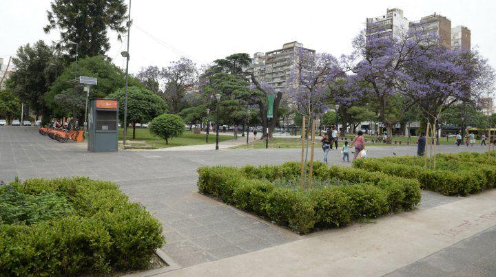 La plaza Sarmiento. La Municipalidad trabaja para contrarrestar una colonia de roedores.